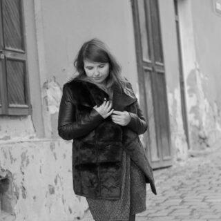 Pouliční ...💄👠#dvaatricitka 🐰3️⃣2️⃣ když nemůžeš do Kodaně, jeď do Kadaně ! #vulicich #severskejchill #nordic #severjakosever #chladnejsever #zimaminebyla ❄️☃️#winter2021 #frozen #wintermood #wintertime #winteroutfit #blackandwhite #blackandwhite #streetphotography #streetstyle #ceskaholka #czechrepublic🇨🇿 #ceskaholkadobraholka #dobroholka #krusnoholka #krusnohorka 🍀 @johny90.cz 📷