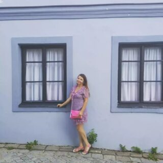T e l č 💙❤️👗🏠a jeho barevné 🏠💙❤️!  #vysocinaregion #czechrepublic🇨🇿  #visitczech #visitcz #visitczechrepublic #czechrepublic🇨🇿 #ceskarepublika #ceskaholka #telc #blue #blueisthecolour #behindblueeyes #blau #colours #coloursofday #pink #pinkisthenewblack #pinklover #style #styleblogger #fashionlover #fashioninspiration #flowers🌸 #dresscode #summergirl #ceskaholka #woman30plus #womanstyle #womanpower #letniradosti #guiltypleasure #everywhere  @mestotelc  @zamektelc  @vysocinaregion  @visitcz  @uzasna.mista  @uzasnecesko  @amazingplacescz  @amazing_places_to_visit  @vylety_ceskem  @vylety_cesko  @kamnavylet.cz  @vyletzafotkou  @kamnavylet_cz  @tury_a_vylety  @vyletycr  @cestovani_s_radosti_  @krasna_mista_v_cesku  @kamnavysocine
